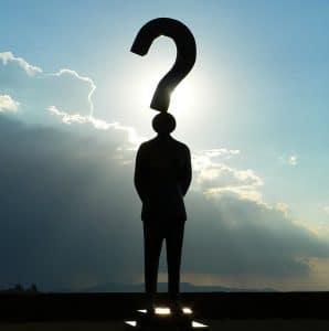 Ho l'ansia, ecco cosa si ripete chi prova queste emozioni: nell'immagine un uomo con un punto interrogativo.